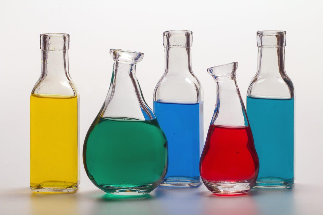 Detección de botellas a la entrada y a la salida de la línea de producción