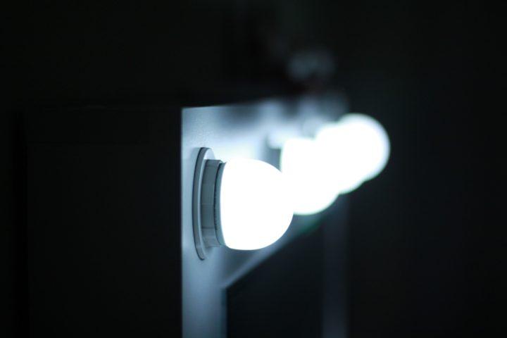 iluminación en el proceso de troquelado