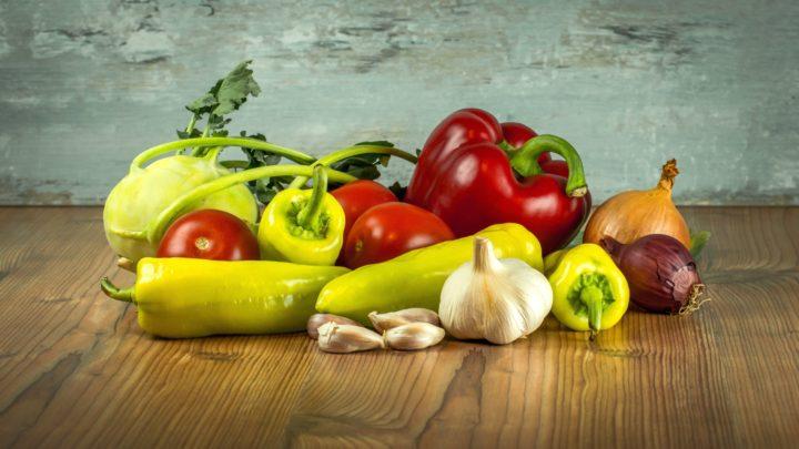 Detección de rodajas de verdura sobre cinta de transporte para embolsar, diferentes verduras, colores y medidas.